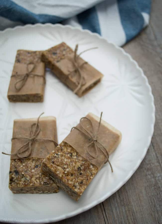 No bake muesli bar - These healthy no bake muesli bars are nut free and take minutes to make. Perfect for school lunch boxes. Vegan, gluten, dairy, fructose free versions too.