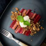 Rhubarb ginger crumble